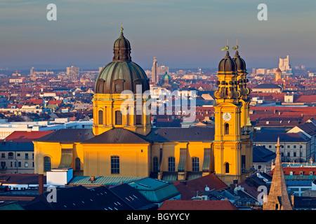 Theatinerkirche, aka Theatinerkirche St. Kajetan (Theatine Kirche des St. Cajetan) in der Stadt München (München), - Stockfoto