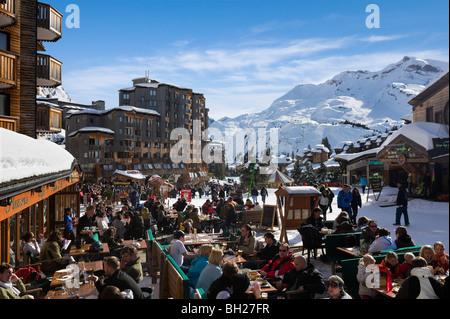 Apres ski at skiing resort stock photo royalty free image - Office du tourisme morzine haute savoie ...