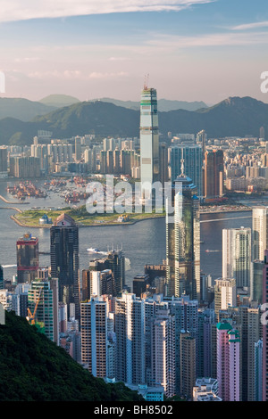 China, Hong Kong, Victoria Peak. View over Hong Kong from Victoria Peak. The skyline of Central sits below The Peak - Stock Photo
