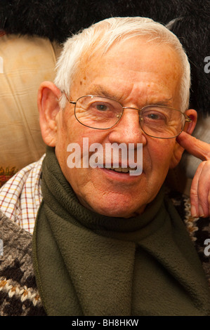A MODEL RELEASED close up of an elderly man in his early eighties in the UK - Stockfoto