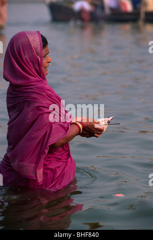 india, uttar pradesh, allahabad, sangam, people bathing at the confluence of the rivers ganges and yamuna - Stock Photo