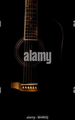 A low light shot of an acoustic guitar - Stockfoto
