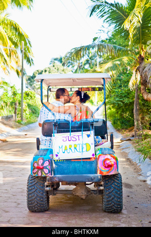 couple on honeymoon in mexico - Stockfoto