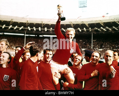 1966 World Cup Final at Wembley Stadium July 1966 England 4 v West Germany 2 Captain Bobby Moore holds aloft the - Stock Photo