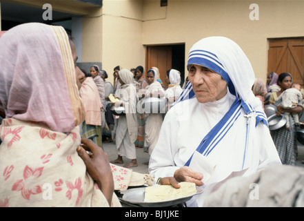 Mother Teresa of Calcutta at her mission to aid poor and starving people, Calcutta, India - Stockfoto