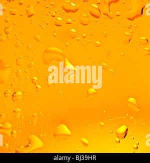 Freshness gold color beer. shot in studio - Stockfoto