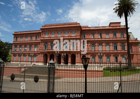 Casa rosada pink house official seat of the argentine for Porte cochere piani casa