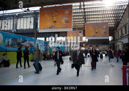 Paris, France, Business People Walking to Trains in 'Gare d'Austerlitz' Train Station, - Stock Photo