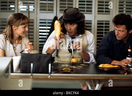 BENNY & JOON (1992) BENNY AND JOON (ALT) MARY STUART MASTERSON, JOHNNY DEPP, AIDAN QUINN BNJ 012 - Stock Photo