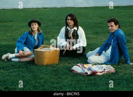 BENNY & JOON (1992) BENNY AND JOON (ALT) MARY STUART MASTERSON, JOHNNY DEPP, AIDAN QUINN BNJ 013 - Stock Photo