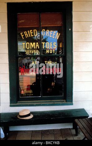 FRIED GREEN TOMATOES (1991) FRIED GREEN TOMATOES AT THE WHISTLE STOP CAFE (ALT) FGTO 007 - Stock Photo