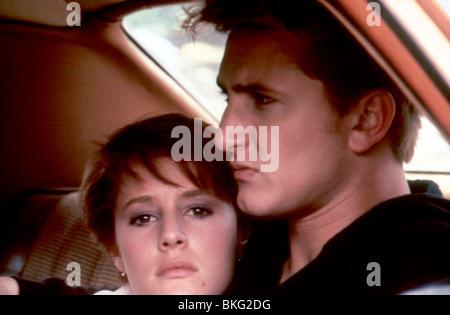 AT CLOSE RANGE (1986) MARY STUART MASTERSON, SEAN PENN ACR 012 - Stock Photo
