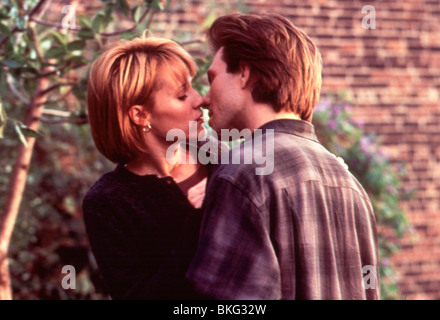 BED OF ROSES (1996) MARY STUART MASTERSON, CHRISTIAN SLATER BDRO 015 - Stock Photo