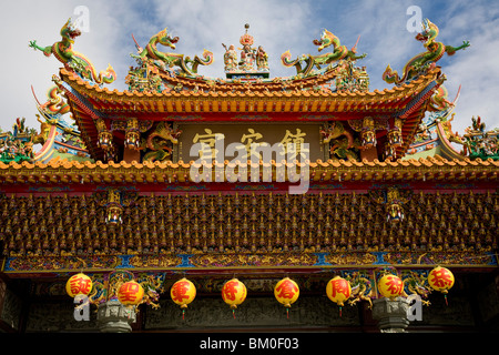 Details of the roof of a daoist temple, main hall zhenangong, Kending, Kenting, Republic of China, Taiwan, Asia - Stock Photo