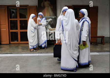 India Kolkata Calcutta, sisters of charity at Mother ´s Teresa house - Stockfoto
