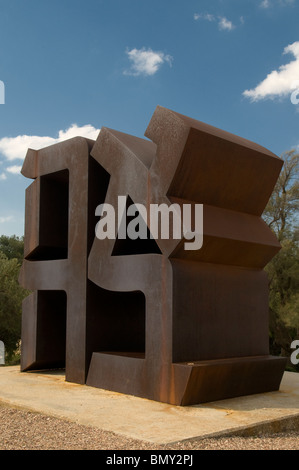 Ahava ( Love ) sculpture by Robert Indiana 1977 depicting Hebrew letters forming that word in Billy Rose sculpture - Stockfoto