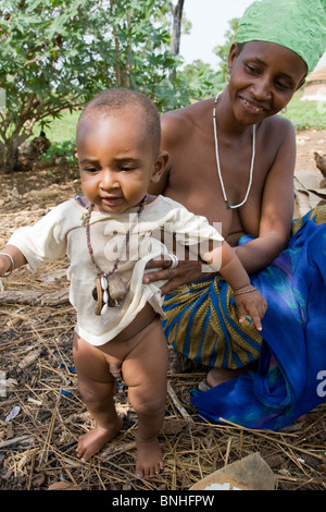 A woman and infant from a Fulani compound in the village Sor No. 1 in the Gonja Triangle, Damango district. - Stock Photo