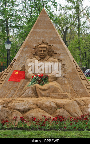 A monument to commemorate Stalin, Roosevelt and Churchill was made of sand in Moscow - Stock Photo
