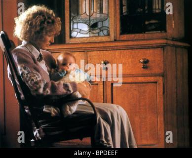 GLENN CLOSE & BABY IMMEDIATE FAMILY (1989) - Stock Photo