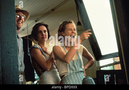 MARY-LOUISE PARKER & MARY STUART MASTERSON FRIED GREEN TOMATOES AT THE WHISTLE STOP CAFE (1991) - Stock Photo