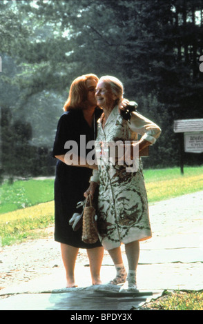 KATHY BATES & JESSICA TANDY FRIED GREEN TOMATOES AT THE WHISTLE STOP CAFE (1991) - Stock Photo