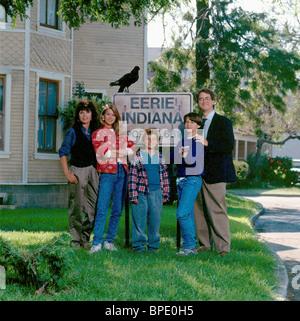 MARY-MARGARET HUMES JULIE CONDRA JUSTIN SHENKAROW OMRI KATZ & FRANCIS GUINAN EERIE INDIANA ; EERIE INDIANA (1991) - Stock Photo