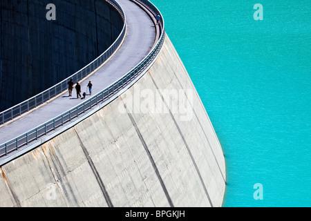 Walking on a Concrete Dam - Stockfoto