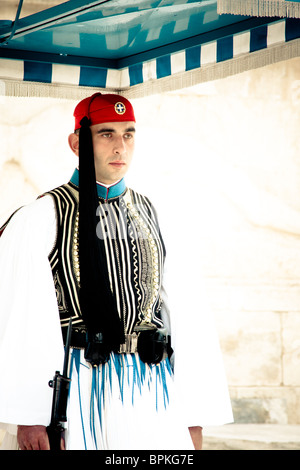 Evzones sitting on guard in front of the Greek Parliament on February 14, 2010 in Athens, Greece. - Stockfoto