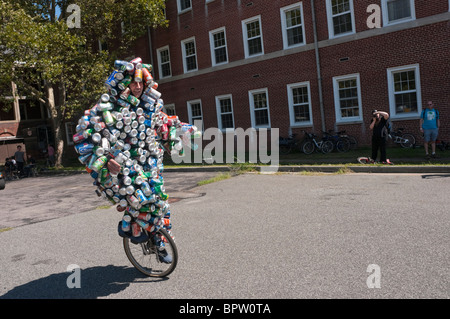 Gene Pool aka the Can Man, an environmental activist who covers himself in cans to highlight recycling at the Unicycle - Stock Photo