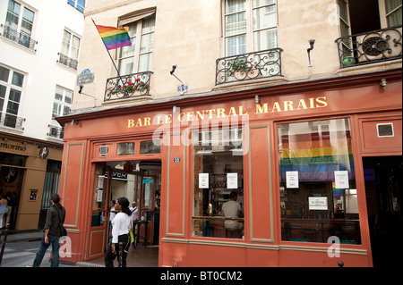 Paris france le marais district people shopping in local gift stock photo royalty free image - Bar le central ...