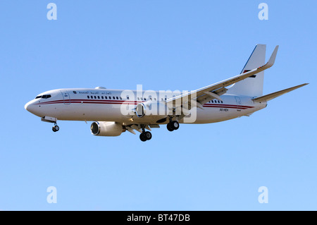 Boeing 737 operated by United Arab Emirates (Dubai Air Wing) on approach for landing at London Farnborough Airport - Stock Photo