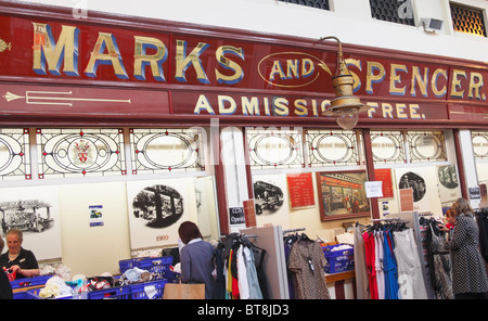 marks and spencer target market The new chief executive steve rowe is a 26-year veteran of marks and spencer and pledged to focus on the store's most loyal customer.