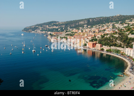France, Villefranche-sur-mer, View over beach and old town - Stockfoto