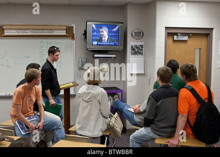 Male and female students watch Barack Obama's inauguration on TV during class at a Midland, Texas, high school on - Stock Photo
