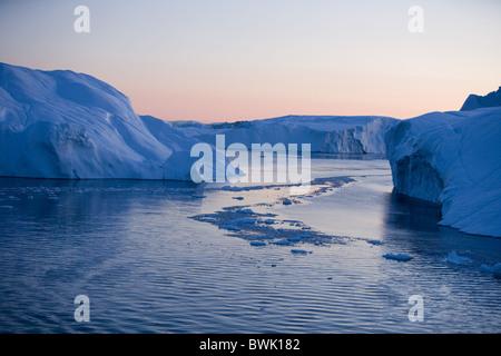View at icebergs from Ilulissat Kangerlua Icefjord at dusk, Ilulissat (Jakobshavn), Disko Bay, Kitaa, Greenland - Stock Photo