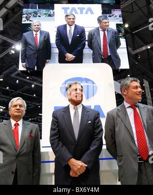 Ratan N. Tata, Ravi Kant, Paolo Pininfarina, Tata Prima, car - Stock Photo