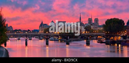 France, Paris, banks of the Seine river classified as World Heritage by UNESCO, Ile de la Cite, Pont des Arts (Arts - Stock Photo