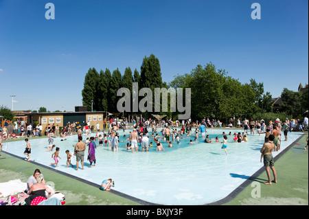 Toddlers Paddling Pool At Hampstead Heath London England Uk Stock Photo 39485408 Alamy