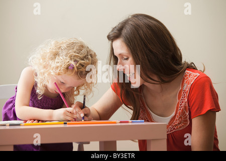 USA, Utah, Lehi, mother and daughter (2-3) drawing together - Stockfoto