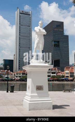 Raffles statue, Singapore - Stock Photo
