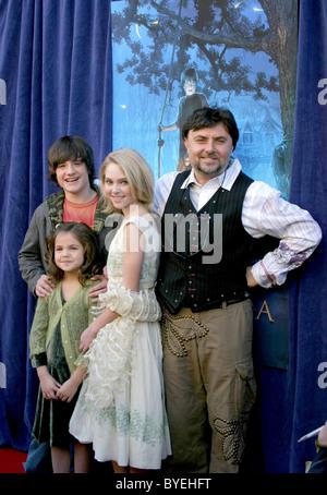 Josh Hutcherson AnnaSophia Robb Bailee Madison Directed by ...