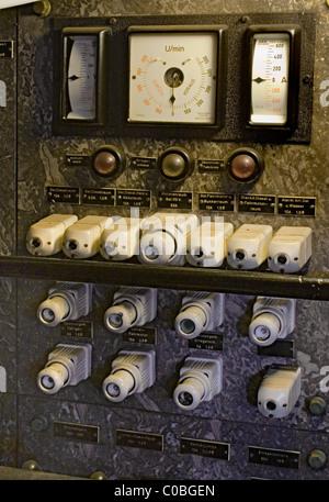 vintage electrical power box jpg 1200x900