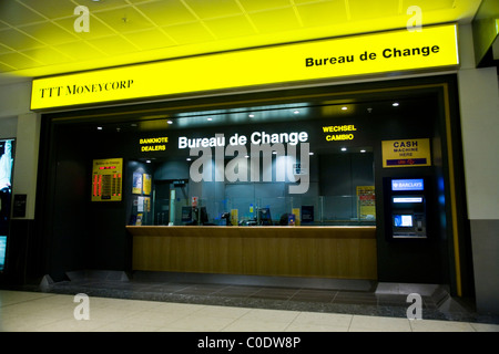 bureau de change office operated by travelex at milan linate airport stock photo royalty free. Black Bedroom Furniture Sets. Home Design Ideas