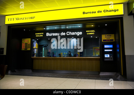 bureau de change office operated by moneycorp north terminal stock photo royalty free image. Black Bedroom Furniture Sets. Home Design Ideas