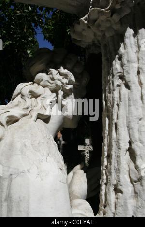 gravestones in protestant cemetery near piramide, rome - Stockfoto