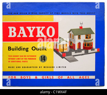 Bayko Building Set (Outfit 14) c. 1966.  The box lid illustration features a model of a 1930s-style detached house - Stock Photo
