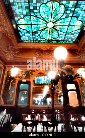 France, Paris, Traditional French Restaurant Brasserie, 'Art Nouveau' design, DIning Room, 'Julien', (Groupe Flo). - Stock Photo