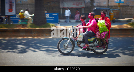 India, Hyderabad, development, growth, business, colour, color, vibrant, street, new, old, Holi, finance, money, - Stockfoto