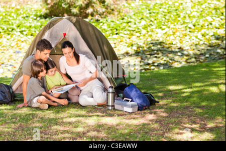 Family camping in the park - Stockfoto