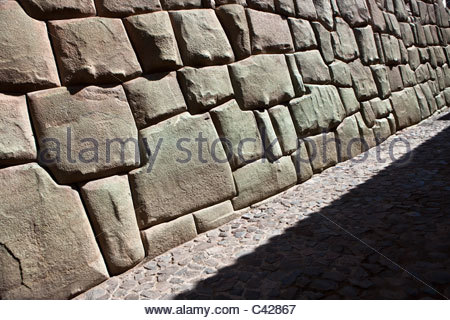 Cuzco, Wall of the Museum of Religious Art, before belonging to the Sixth Inca, Inca Roca. Examples of polygonal - Stock Photo